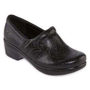Yuu Bethanee Slip on Shoe NWT